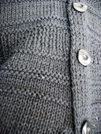 Klassische Jacke mit rechts-links-Muster aus vielen Garnqualitäten nachzuarbeiten.