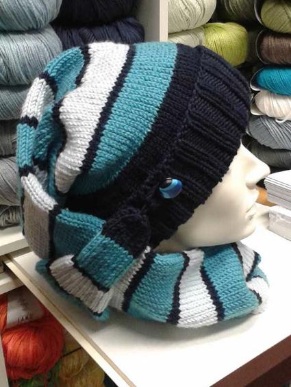 """Mütze und Schal zugleich – ein praktisches und dekoratives Accessoire aus """"Bingo"""", eine weiche Merino-Qualität."""