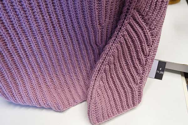 Klassischer Patent Pulli aus Merino-Wolle  mit Cashmere- Anteil. Besondere Abschlüsse am Hals und Ärmel machen diesen Pullover zu etwas Besonderem .